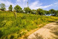 Schotterweg die Hügel von Toskana und von Romagna Apennines stockbild