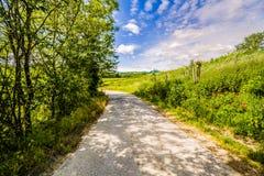 Schotterweg die Hügel von Toskana und von Romagna Apennines lizenzfreie stockfotos