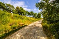 Schotterweg die Hügel von Toskana und von Romagna Apennines lizenzfreie stockfotografie