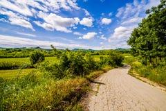 Schotterweg die Hügel von Toskana und von Romagna Apennines stockfotografie