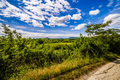 Schotterweg die Hügel von Toskana und von Romagna Apennines stockfoto