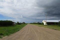 Schotterweg einer Geisterstadt stockbild