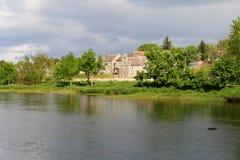 Schottische Flussufer Gebäude Stockbild
