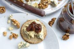Schottischer Haferkuchen mit stilton Käse Stockbilder