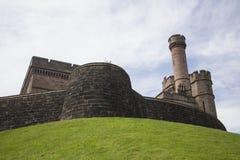Schottisches Schloss auf Hügel Lizenzfreies Stockbild