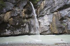Schräybach vattenfall - Aare klyfta Royaltyfria Foton