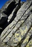 Schräger Granitblock in den Bergen Lizenzfreies Stockfoto