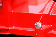 Schraubbolzennuß auf roten Stahlplatten-Detailindustriemaschinen Stockfoto