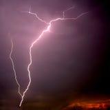 Schraube des Blitzes auf Sonnenuntergang Lizenzfreies Stockbild