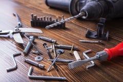 Schrauben, Bolzen und das Werkzeug Lizenzfreie Stockfotografie