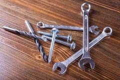 Schrauben, Bolzen und das Werkzeug Stockfotos