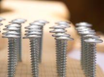 Schrauben eingeschraubtes Holz stockfoto