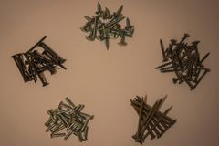 Schrauben für Versammlung, Befestigen von Produkten lizenzfreies stockfoto