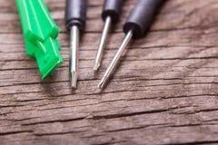 Schraubenzieher und Werkzeuge für die Reparatur des Telefons Stockbild