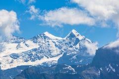 Schreckhorn和芬斯特瓦山 免版税库存照片