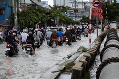 Schreckliche überschwemmte Straße an Ho Chi Minh-Stadt Stockbilder