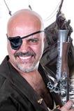 Schrecklicher bärtiger Pirat mit einer Muskete Lizenzfreies Stockfoto