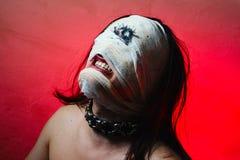 Schrecklicher Kerl mit furchtsamem Mund und einem Auge Lizenzfreies Stockfoto