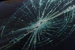 Schreckliches gefährliches Auto nach einem tödlichen Unfall Unterbrochene Frontscheibe stockbild