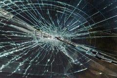 Schreckliches gefährliches Auto nach einem tödlichen Unfall Unterbrochene Frontscheibe stockfotos