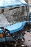 Schreckliches gefährliches Auto nach einem tödlichen Unfall Unterbrochene Frontscheibe lizenzfreies stockbild