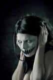 Schreckliches Mädchen mit furchtsamem Mund Lizenzfreie Stockbilder