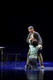 Schreeuw op de elkaars opera van schouderjiangxi een weeghaak Stock Foto's