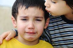Schreeuwend jong geitje, emotionele scène royalty-vrije stock fotografie