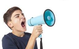Schreeuwende tiener met megafoon Stock Foto's
