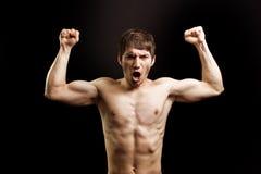 Schrei des verärgerten muskulösen tapferen starken Mannes Stockbilder