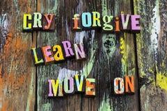 Schrei zu verzeihen, Verschiebung auf vorwärts zu lernen nehmen Glauben an stockfoto
