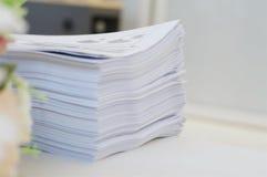 Schreibarbeit an der Büroumwelt lizenzfreie stockfotografie