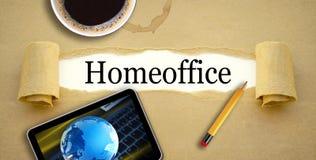 Schreibarbeit mit Innenministerium Tasse Kaffee-, Bleistift- und Tabletten-MITs stockfoto