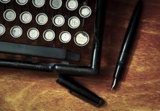 Schreiben auf der Weinleseschreibmaschine Stockfotos