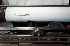 Schreiben auf der Weinleseschreibmaschinenphrase: Erfolg? Lizenzfreie Stockfotografie
