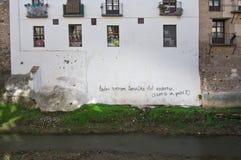 Schreiben auf eine Wand Stockbild