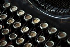 Schreiben auf einer alten Schreibmaschine Lizenzfreies Stockfoto