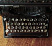 Schreiben auf einer alten Schreibmaschine Stockfoto