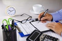 Schreiben auf Notizbuch Lizenzfreies Stockfoto