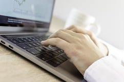 Schreiben auf Tastatur Stockfoto