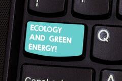 Schreiben der Anmerkung, die Ökologie und grüne Energie zeigt Geschäftsfoto Präsentationsumweltschutz, der die Wiederbenutzung au lizenzfreie stockbilder