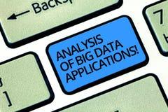 Schreiben der Anmerkung, die Analyse von Big Data-Anwendungen zeigt Geschäftsfoto Präsentationsinformationstechnologien moderne A lizenzfreies stockfoto
