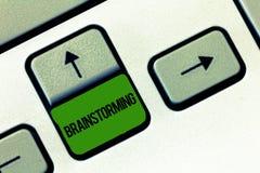 Schreiben der Anmerkung, die Brainstorming zeigt Die Geschäftsfotopräsentation führen eine Gruppendiskussion, um Ideenteam-Arbeit lizenzfreies stockfoto