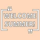 Schreiben der Anmerkung, die willkommenen Sommer zeigt Präsentationsanfang des Geschäftsfotos der neuen Jahreszeit durch das Geni lizenzfreie abbildung