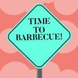 Schreiben der Anmerkung, die Zeit zeigt zu grillen Geschäftsfoto Präsentationsentspannung, Fleischhühnerschweinefleisch auf Grill lizenzfreie abbildung