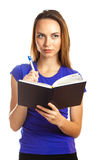 Schreiben der jungen Frau in ihrem Organisator Stockbilder