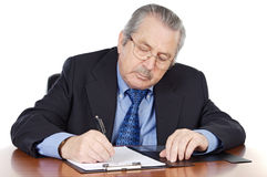 Schreiben des Älteren Mannes Stockfotografie
