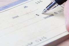 Schreiben des Checks Lizenzfreies Stockbild