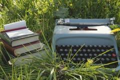 Schreiben draußen Stockfoto