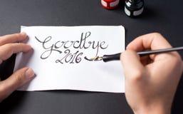 Schreiben einer Auf Wiedersehen Karte 2016 Stockbild